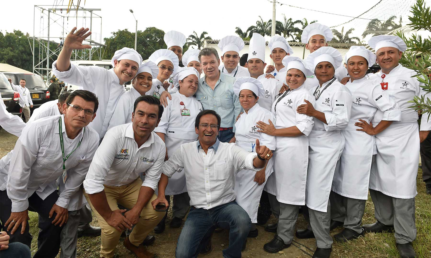 d6552276b2 El-Presidente-Juan-Manuel-Santos-departe-este-sábado-con-chefs-del-Centro-de...  14-Feb-2016 04 18 ...