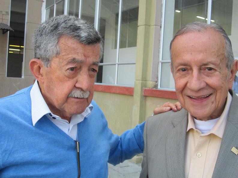 En su visita del año pasado a Manizales, llegó hasta la Universidad de Manizales para saludarlo su amigo y contemporáneo Eduardo Giraldo.