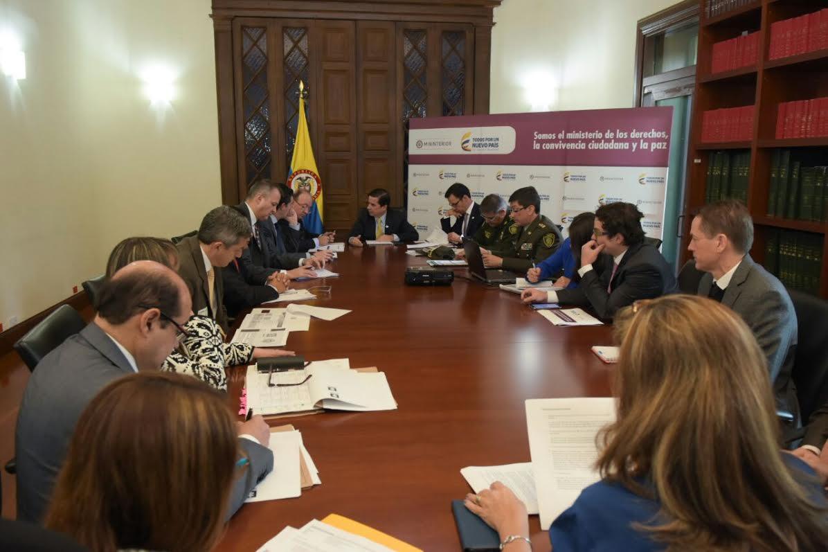 Ministros y viceministros van a encontrarse con for Foto del ministro del interior