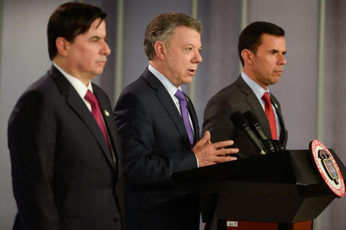 Guillermo rivera asume como nuevo mininterior tras for Nombre del ministro de interior