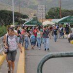 Unas 35.000 personas cruzaron la frontera desde Venezuela hacia Colombia.