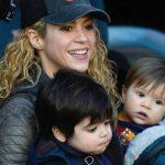 Shakira, en la plenitud de sus 40, arropada de sus dos máximos trofeos: Milan y Sasha. Foto: Getty Images
