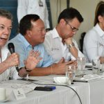 En compañía de varios de los ministros del despacho el Presidente Juan Manuel Santos absolvió las inquietudes planteadas por representantes de las fuerzas vivas de La Guajira.