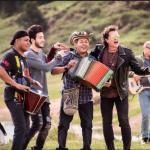 Sebastián Yatra, Egidio Cuadrado, Carlos Vives y otros músicos durante la grabación. Cortesía
