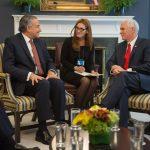 Vicepresidentes Óscar Naranjo y Michael Pence en Casa Blanca (3)