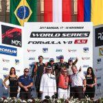 Tatiana Calderón en el podio en su estreno en la World Series Fórmula V8 en Bahréin 181117 (2)