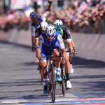 Fernando-Gaviria-gana-la-tercera-etapa-en-Cagliari-y-es-líder-del-Giro-de-Italia3