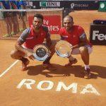 Robert Farah y Juan Sebastián Cabal. Foto: Tomada de la cuenta en Twitter @fedecoltenis.