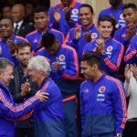 Un abrazo entre el Presidente Santos y el técnico Pekerman marcó la despedida que tributó este jueves el país a la Selección Colombia, rumbo al Mundial.