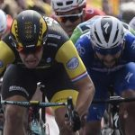 Fernando Gaviria aparece detrás de Dylan Groenewegen, ganador de la octava etapa del Tour 2018