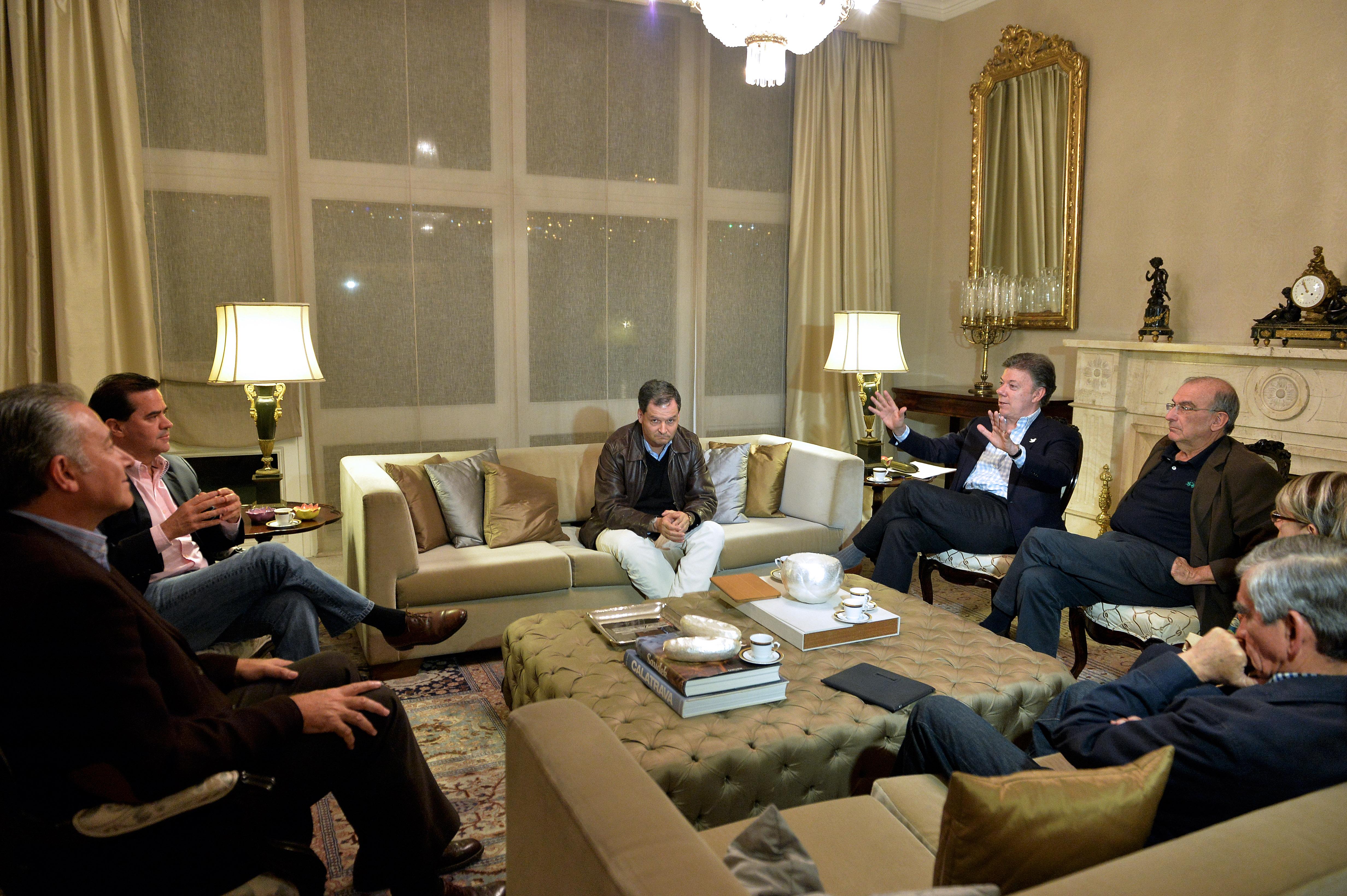Presidente Reunido con los negociadores de Paz del Gobierno