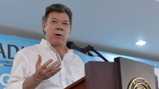 Presidente Santos  dijo que en las estaciones los policías pueden averiguar quién es la persona que los enfrenta.