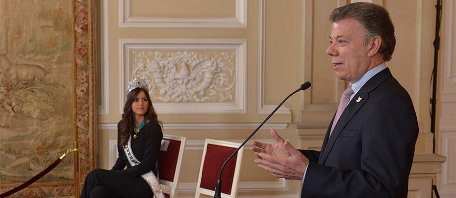 Presidente Santos nombró a Miss Universo, Paulina Vega, embajadora ante el mundo en lucha contra la desnutrición infantil
