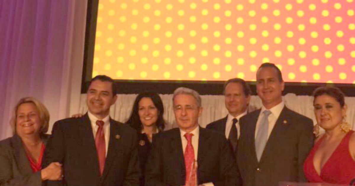 Álvaro Uribe recibió premio en los Estados Unidos