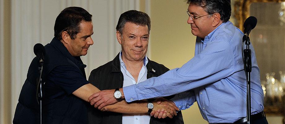 'A través del diálogo todo se puede resolver', dijo el Presidente Santos tras reunión con el Vicepresidente y Minhacienda para analizar financiación de obras de infraestructura Foto: Cesar Carrión - SIG