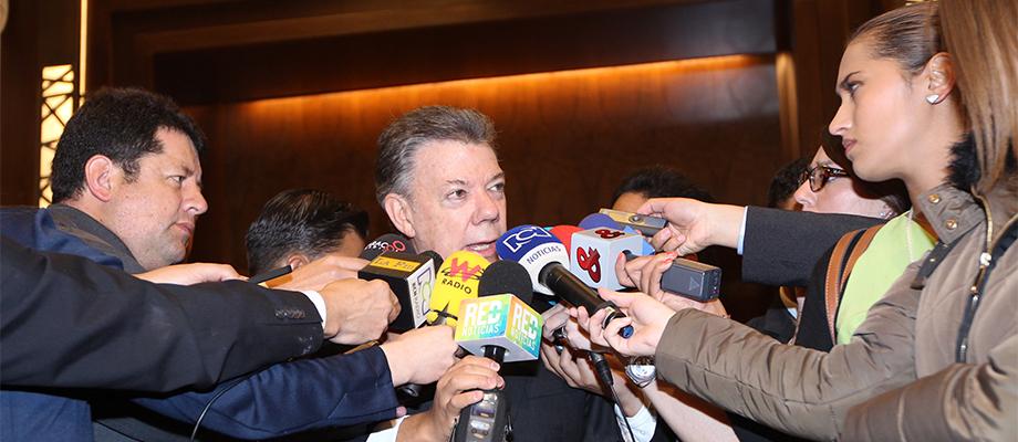 Acto del Eln es de 'barbarie' y raya con 'lo demencial', dijo el Presidente Santos desde Ciudad de México, luego de comunicarse con el suboficial herido por mina antipersonal Ciudad de México - 8 de mayo. Foto: Prensa Oficial México