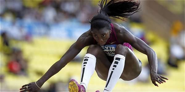 La atleta colombiana ganó medalla de oro con un salto que registró 14,87 metros.