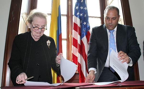 Congreso ratificó marco de cooperación interinstitucional con el Instituto Nacional Demócrata