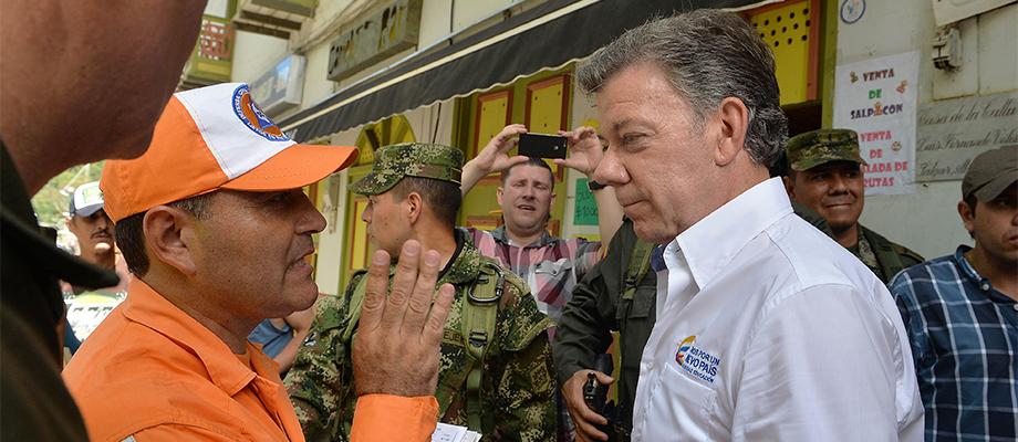 Diálogo con los organismos de socorro en Salgar, Antioquia
