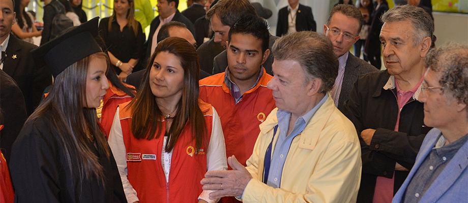 Diálogo del Presidente Santos con jóvenes graduados del programa 'Talentos para el Empleo', del Ministerio de Trabajo Bogotá - 1° de mayo. Foto: Juan David Tena - SIG