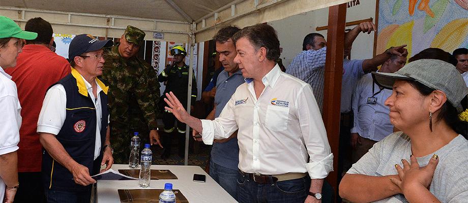 El Presidente Santos recibe reporte del Director de la UNGRD en Salgar, Antioquia