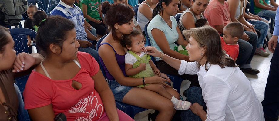 Esposa del Presidente entregó ayuda humanitaria a 100 familias afectadas por la tragedia en Salgar, Antioquia