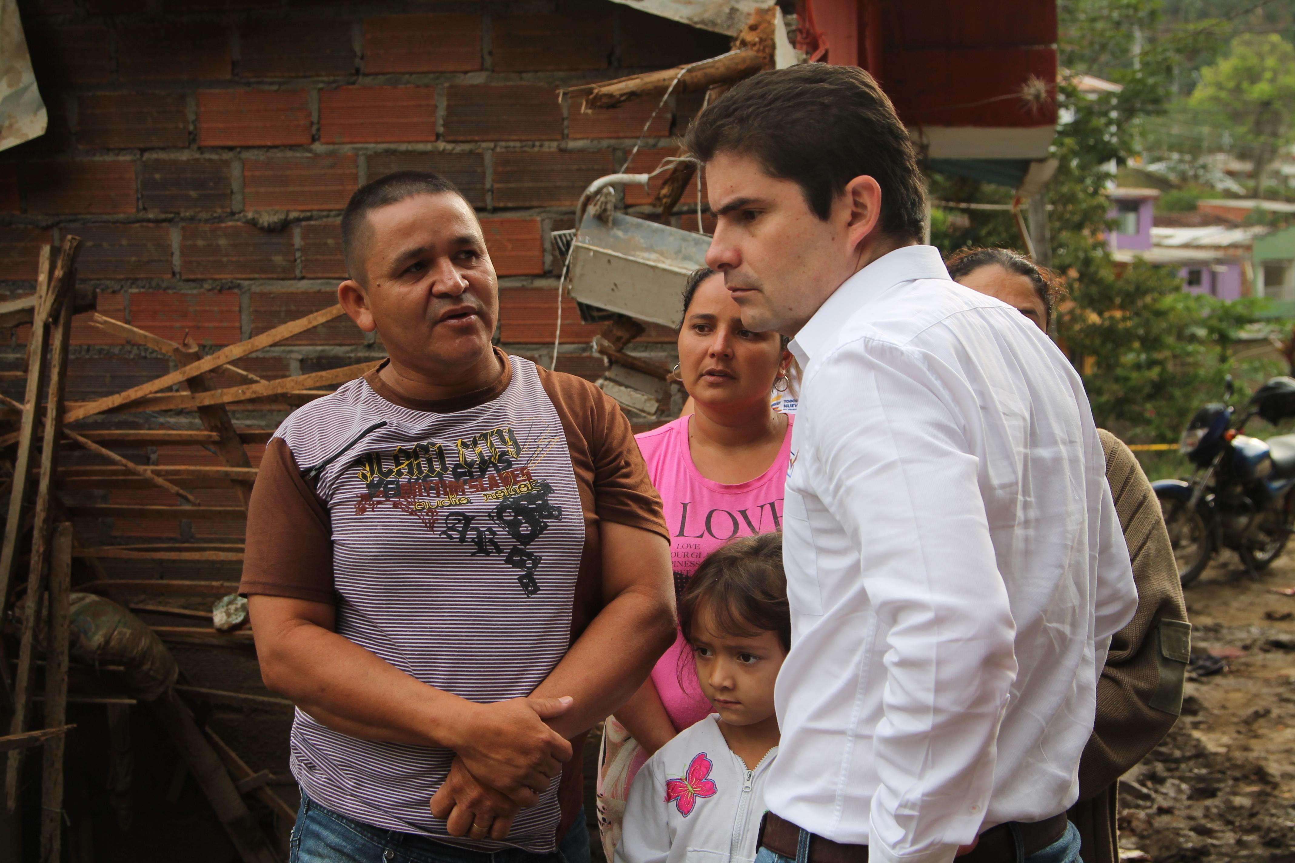 Ministro de Vivienda en la zona del desastre en Salgar, Antioquia