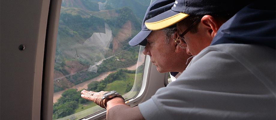 Presidente Santos sobrevoló la zona de Riosucio, Caldas, donde colapsó mina de oro