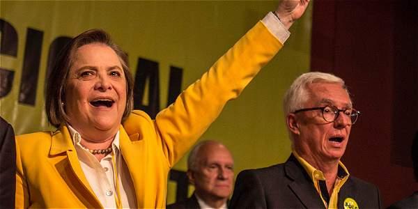 Reelecta Clara López