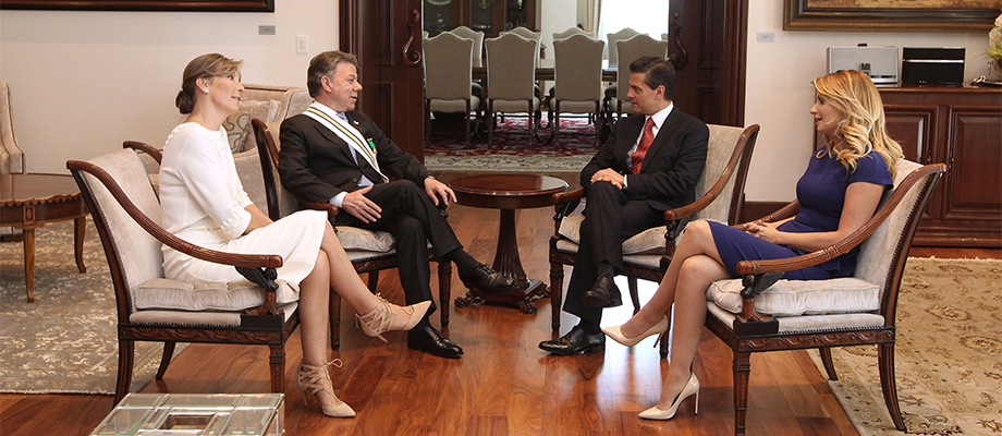 Reunión de los Presidentes Santos y Peña Nieto, con sus esposas, en el Palacio Presidencial de Los Pinos Ciudad de México - 8 de mayo. Foto: Ulises Ramírez/Adolfo Jasso - Prensa Oficial México