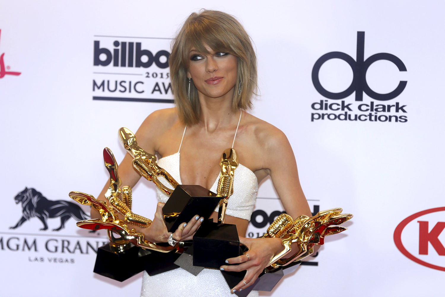 """Singer Taylor Swift poses backstage with her awards for Top Artist, Billboard Chart Achievement Award, Top Female Artist, Top Hot 100 Artist, Top Digital Songs Artist, Top Streaming Song (Video) for """"Shake it Off"""" and Top Billboard 200 Album for """"1989"""" at the 2015 Billboard Music Awards in Las Vegas, Nevada May 17, 2015. REUTERS/L.E. Baskow"""