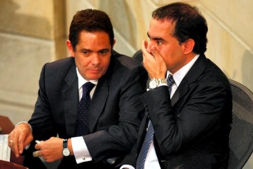 Este miércoles se debatió en Senado la división de algunos ministerios. En la foto el ministro del interior, Germán Vargas Lleras (Izquierda) y el presidente del Senado, Armando Benedetti (Derecha). (Colprensa - Mauricio Alvarado)