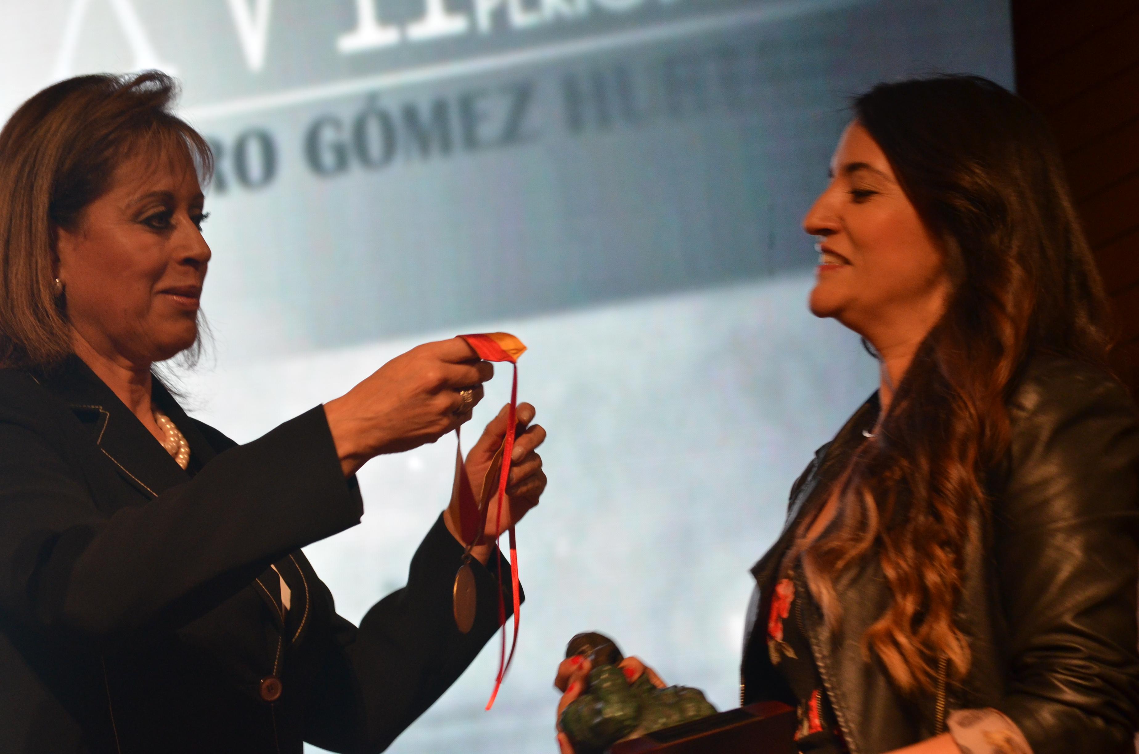 premio Álvaro Gómez Hurtado2 - copia