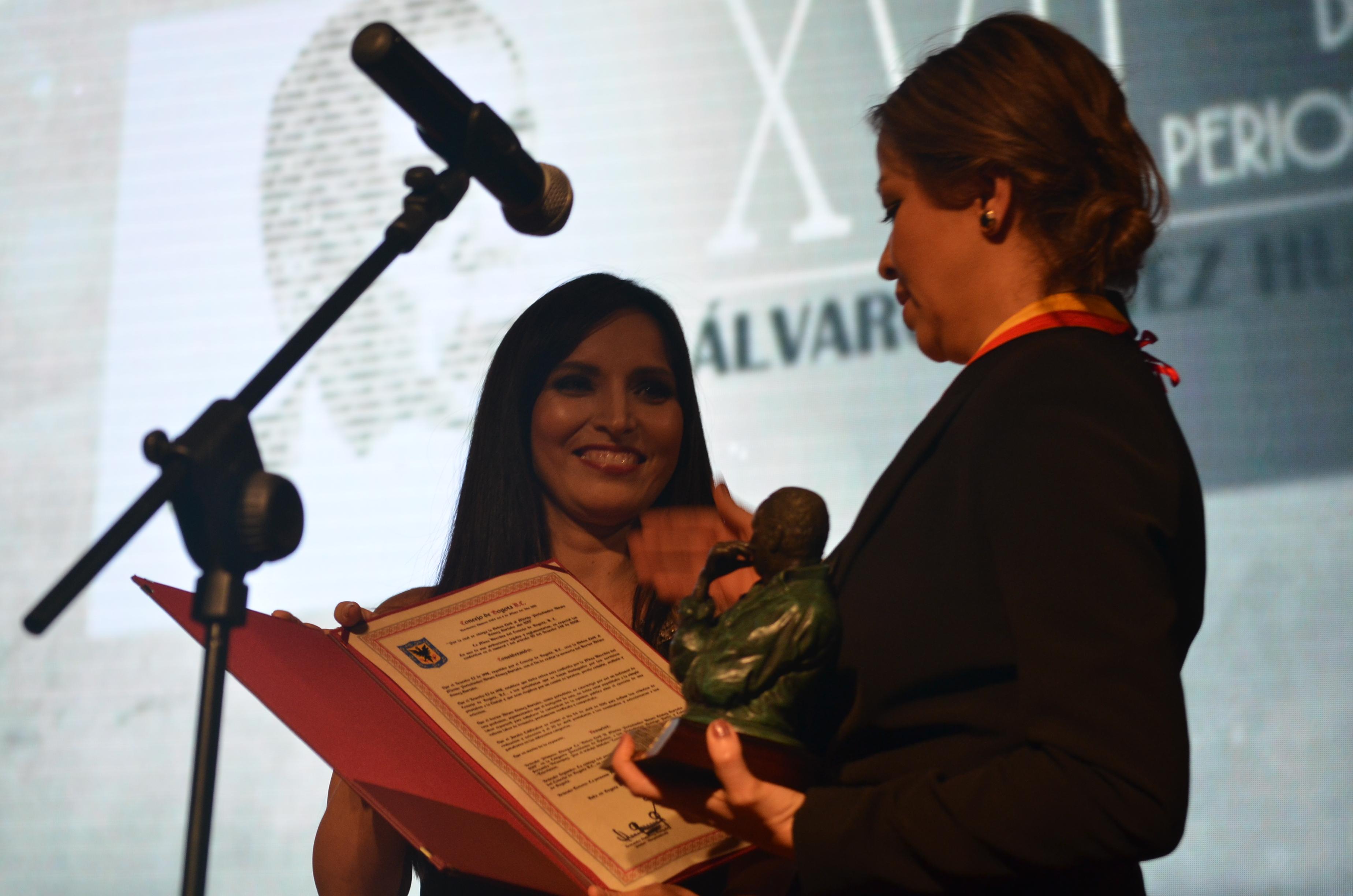 premio Álvaro Gómez Hurtado3 - copia (2)