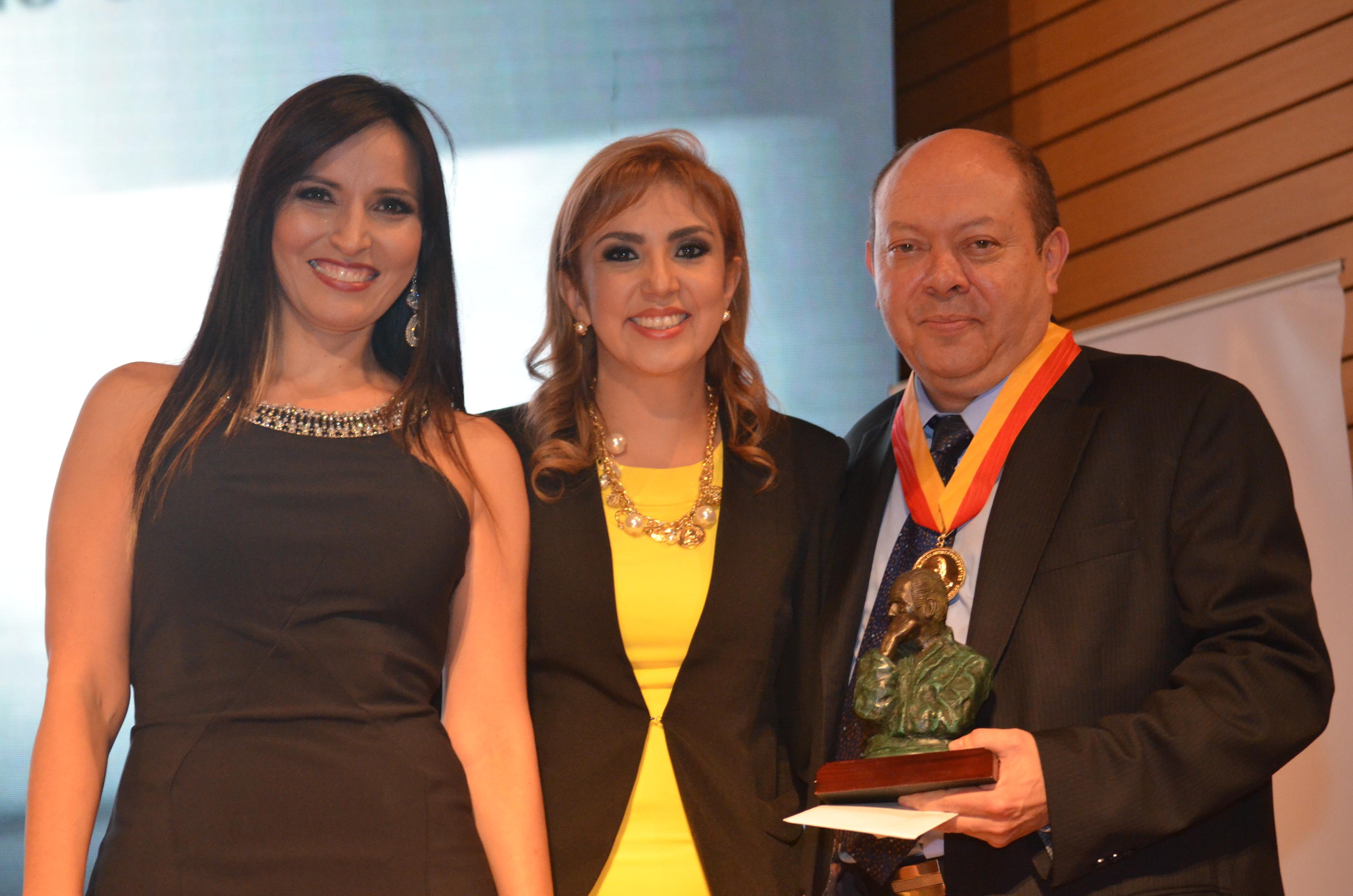 premio Álvaro Gómez Hurtado7 - copia - copia