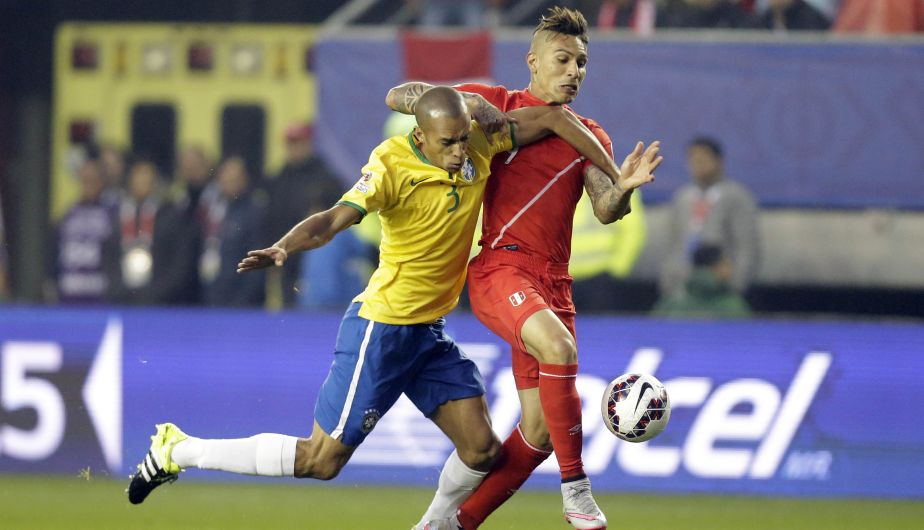 Brazil's Miranda, left, fight for the ball with Peru's Jose Guerrero during a Copa America Group C soccer match at the Bicentenario Germán Becker stadium in Temuco, Chile, Sunday, June 14, 2015. (AP Photo/Jorge Saenz)