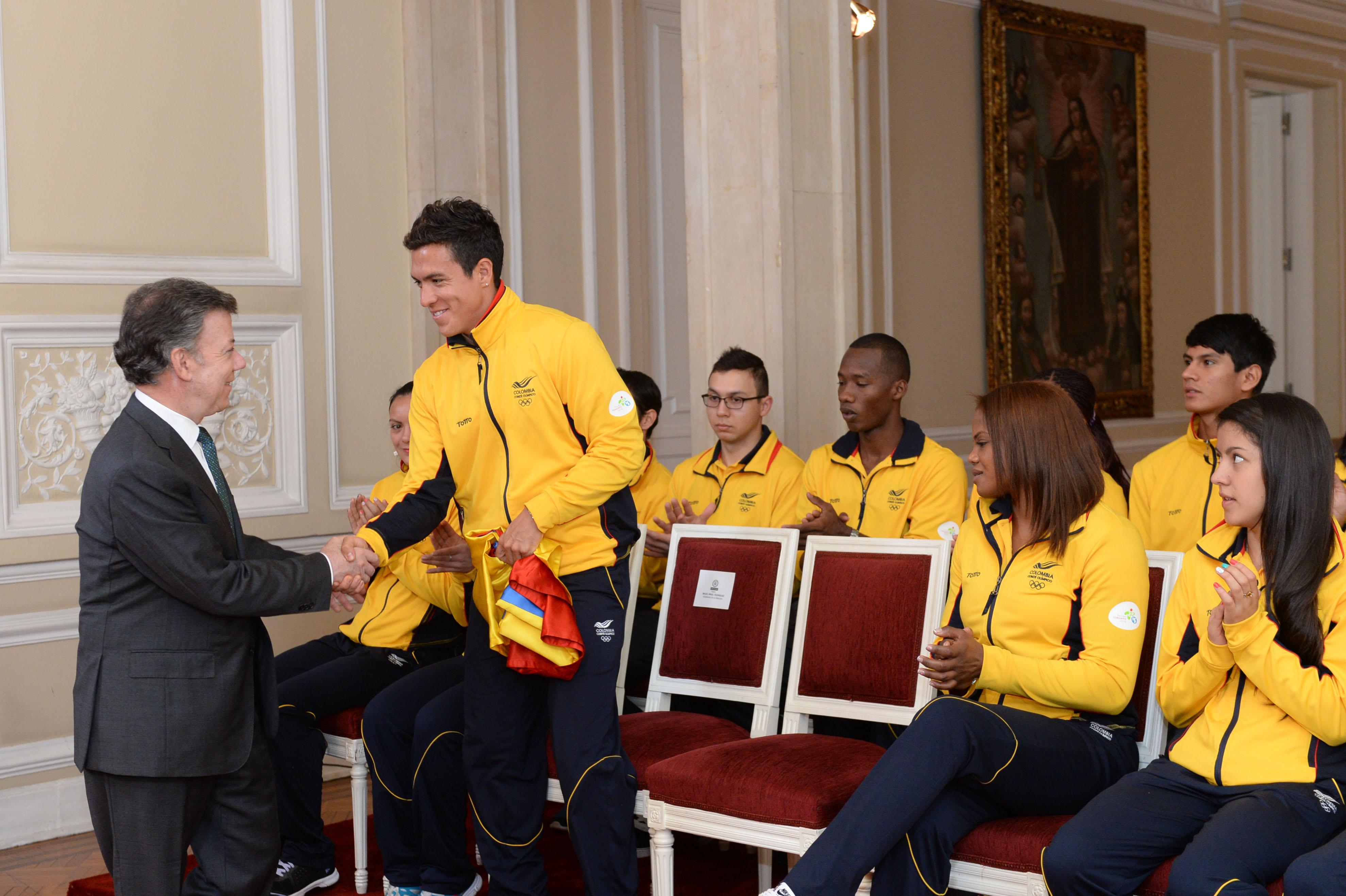 Entrega del Pabellón Nacional a la delegación colombiana que irá a los Juegos Panamericanos en Toronto2