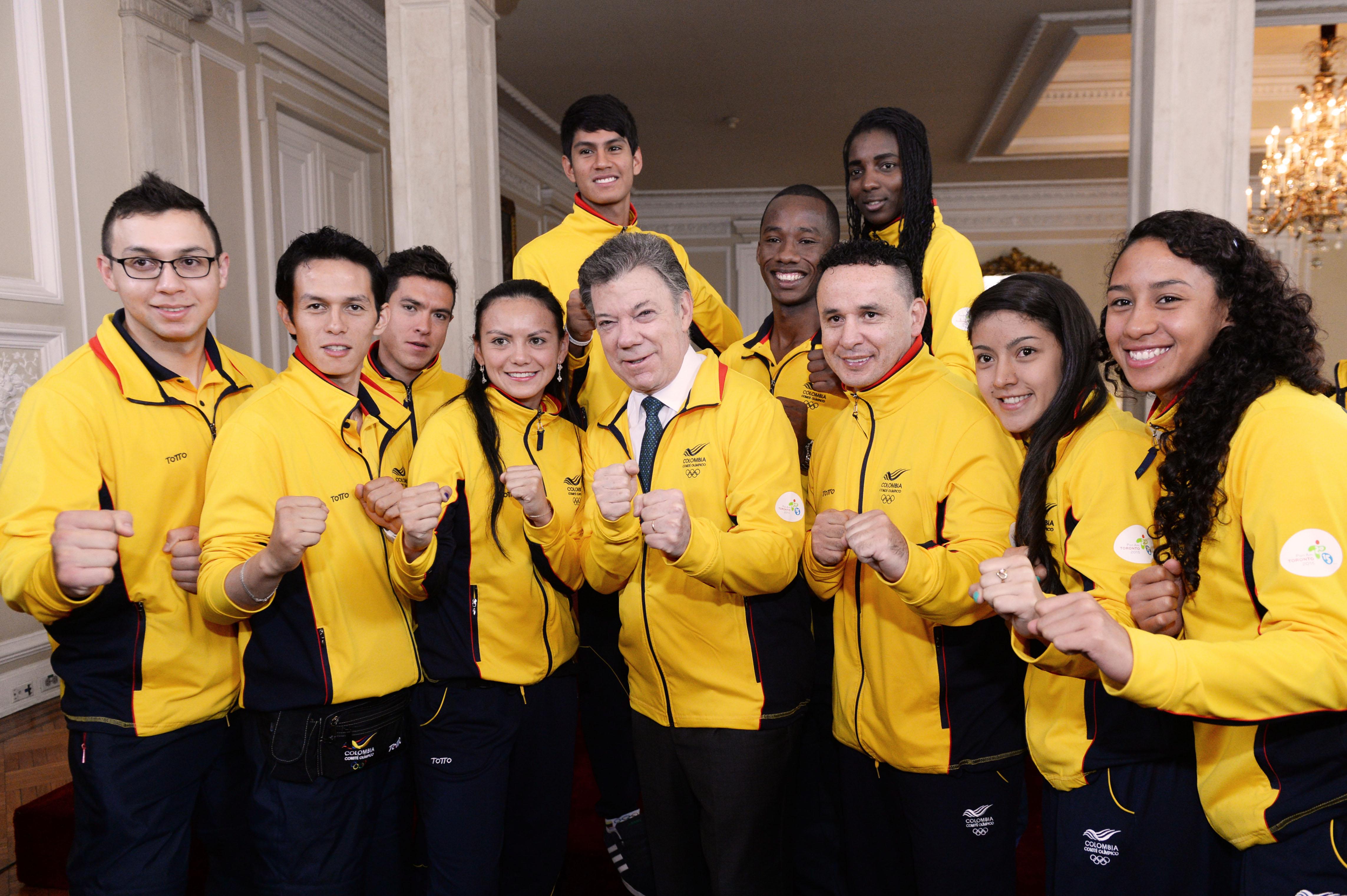 Entrega del Pabellón Nacional a la delegación colombiana que irá a los Juegos Panamericanos en Toronto4