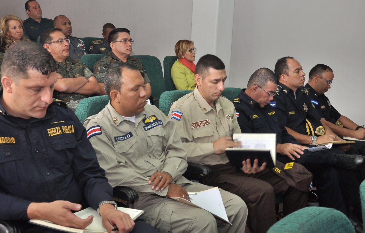 FF. AA. de 10 países comparten experiencias en su aplicación y respeto