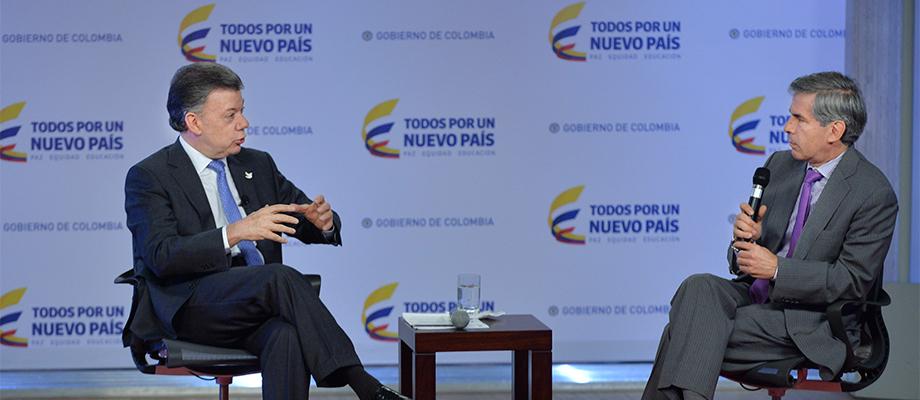 Intercambio de ideas entre el Presidente Santos y el Ministro de Justicia, Yesid Reyes Casa de Nariño, Bogotá - 9 de junio. Foto: Efraín Herrera - SIG