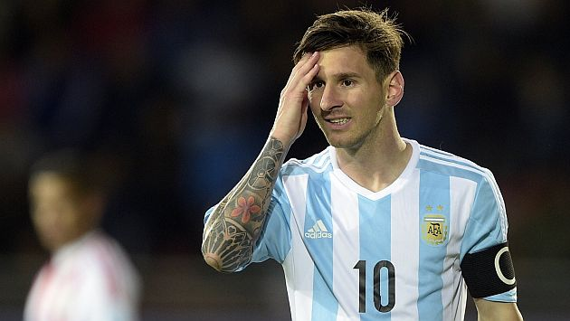 Argentina's forward Lionel Messi reacts during their 2015 Copa America football championship match against Paraguay, in La Serena, on June 13, 2015.  AFP PHOTO / JUAN MABROMATA