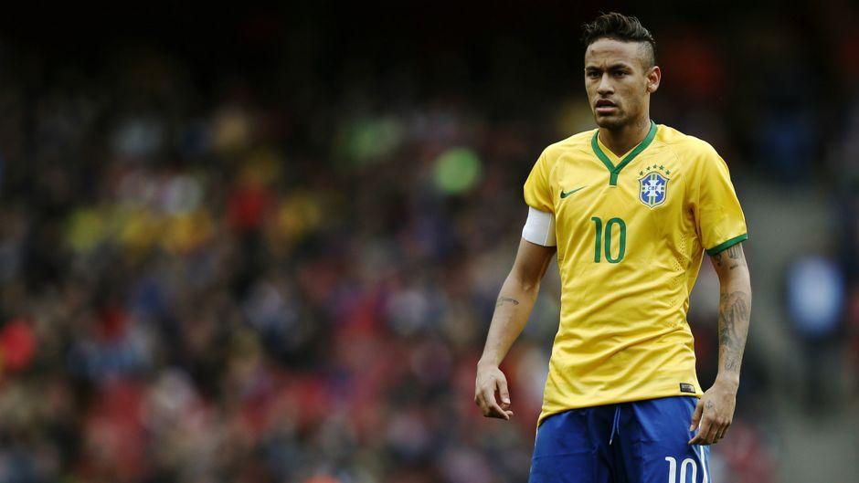 Neymar es el elegido por Dunga para capitanear a Brasil.