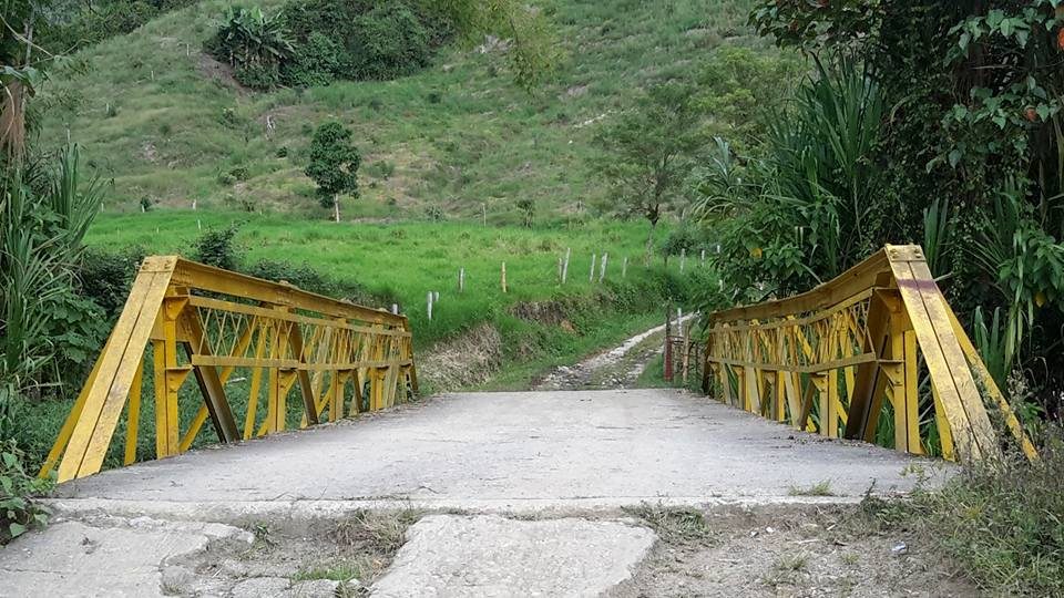 Puente en la vereda Trocaderos(Neira)