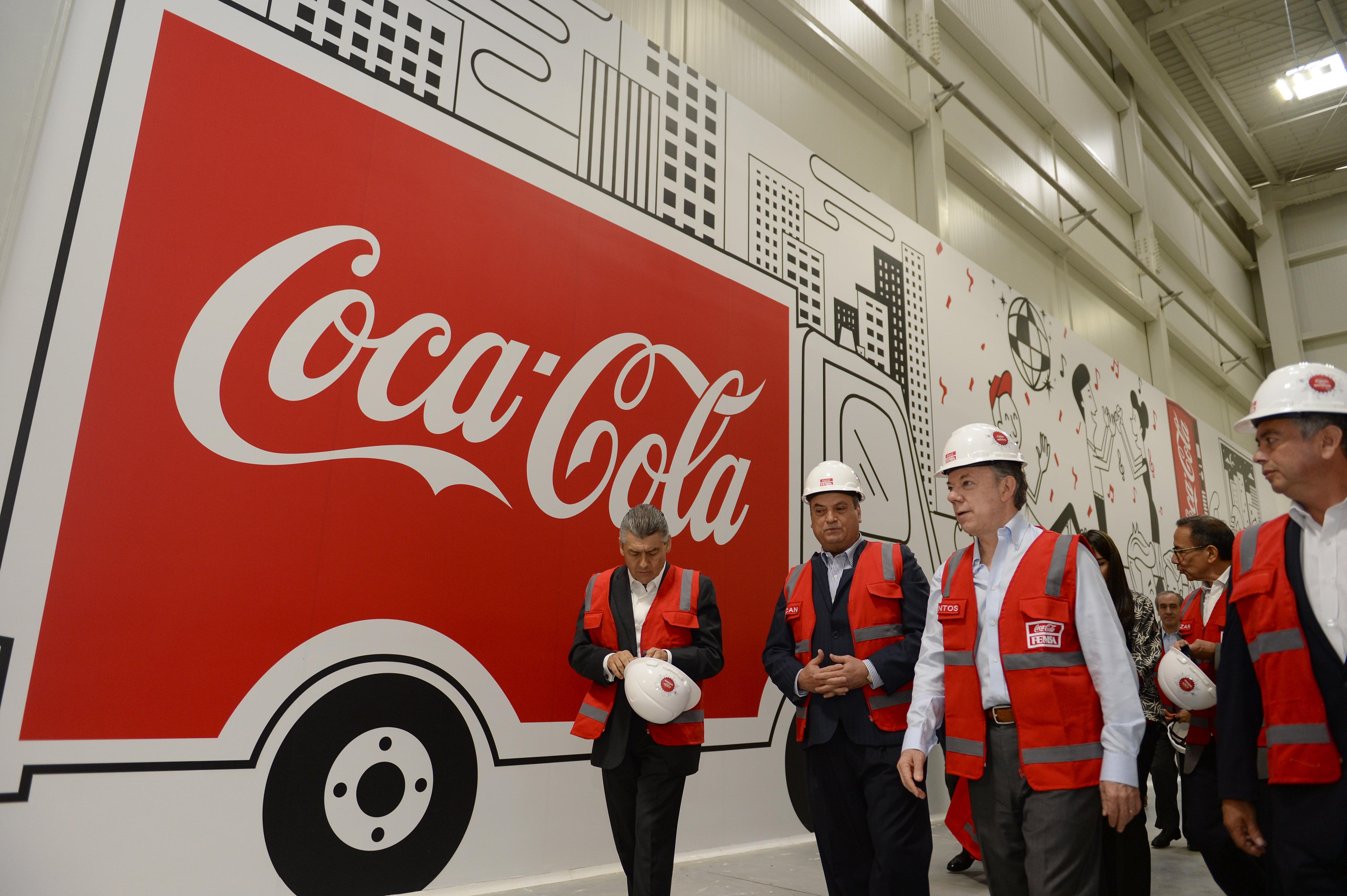 Recorrido de Presidente por Planta de Cocacola