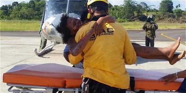 La mujer fue rescatada por la Fuerza Aérea