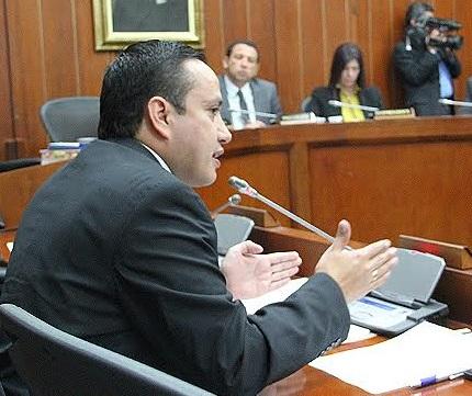 Senador Mauricio Aguilar en el recinto de la Comisión Sexta
