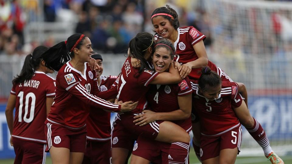 Veronica Perez celebra primer Gol ante Colombia