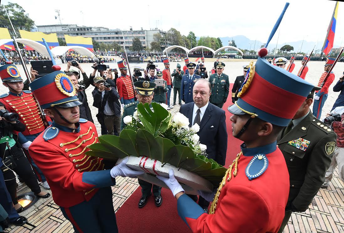 Ceremonia del dia de los héroes y sus familias6