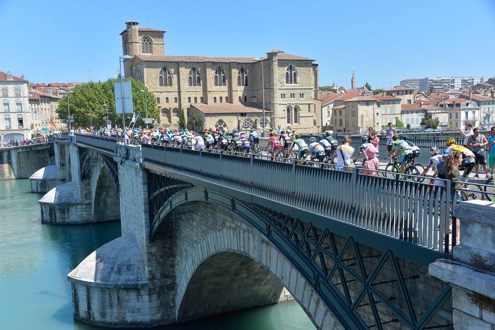 Tour de France 2015 - 20/07/2015 - 16ème Etape - Bourg de Péage / Gap - 201Km - Le peloton dans le défilé