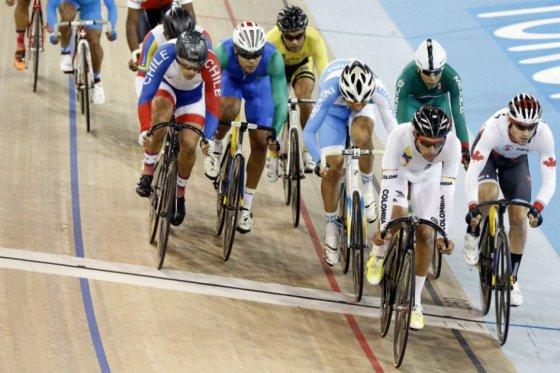 Fernando Gaviria pedalista colombiano campeón de la prueba del ómnium.